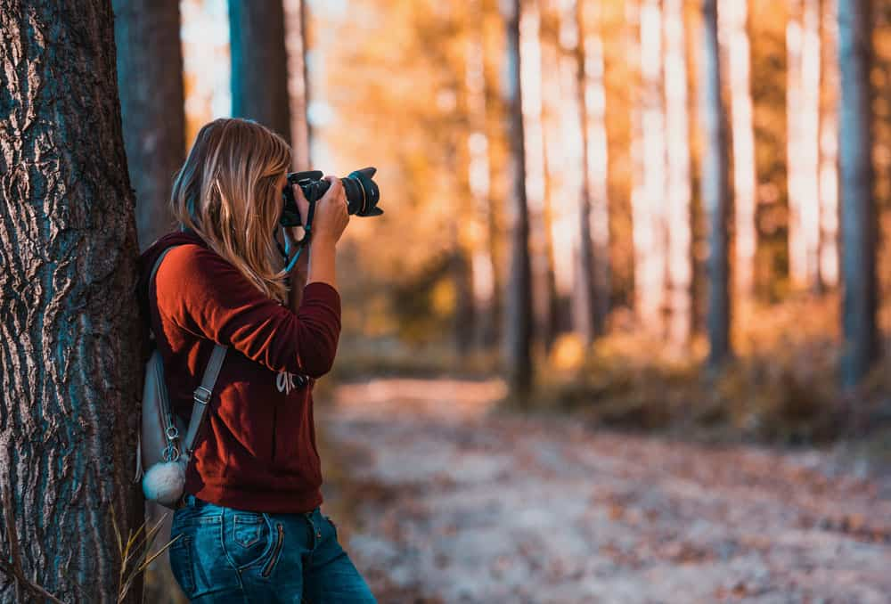 girl learning how to get into photography
