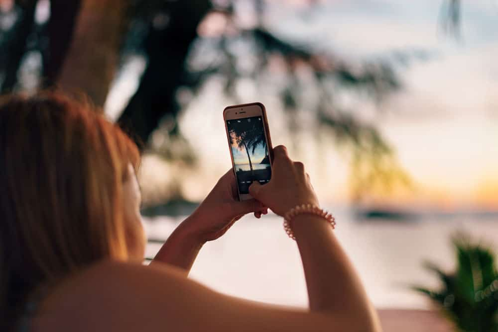 using a smartphone to learn how to get into photography