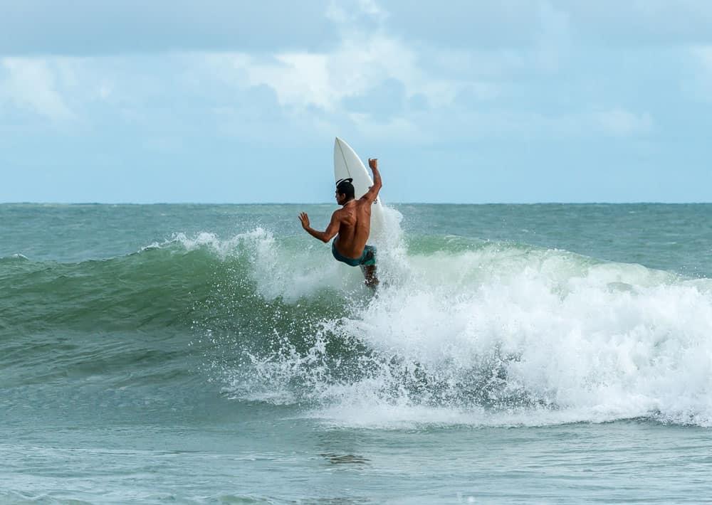 surf photography straight horizon line