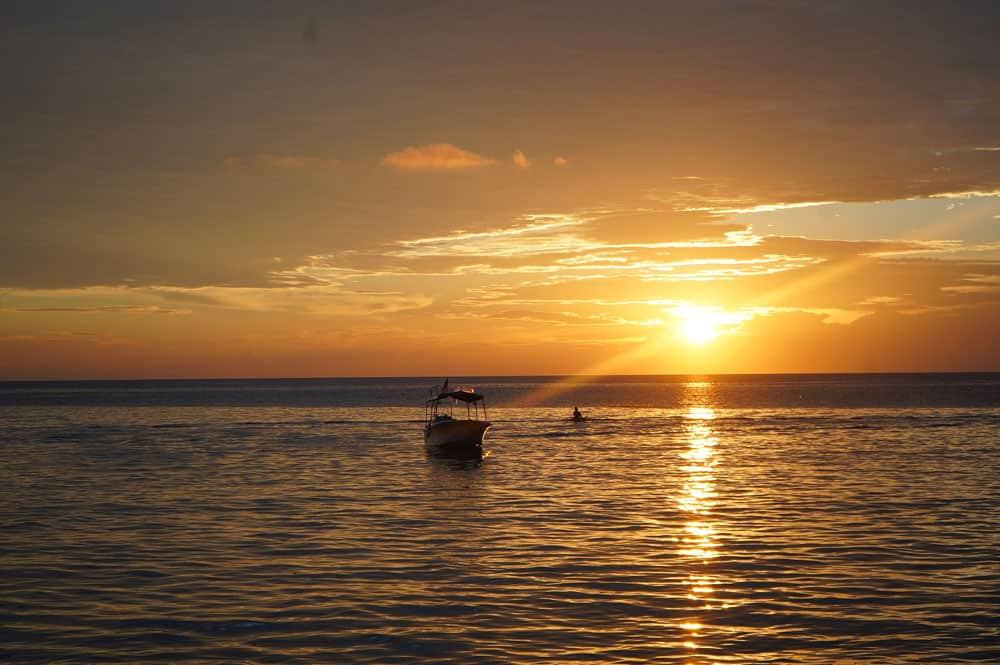 Best Photography Tips for Beginners golden light seascape